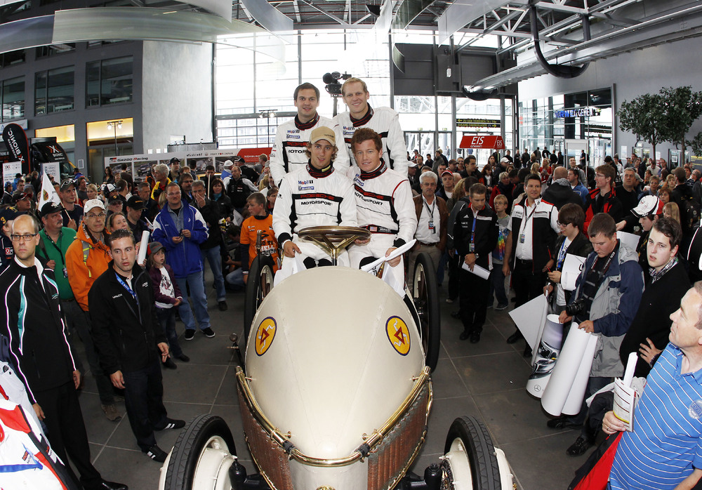 Porsche Works Drivers Turn Back Time