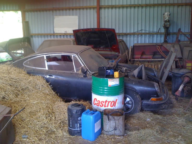 Amazing Barn Find: First LWB Prototype Porsche 911?